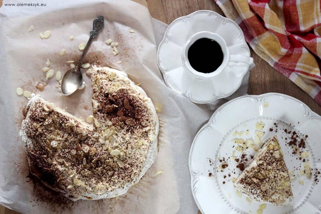 Ciasto bezowe z masą kawową i kasztanowo-rumową