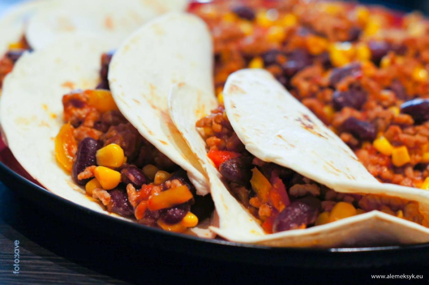 Chili con carne w tortilli