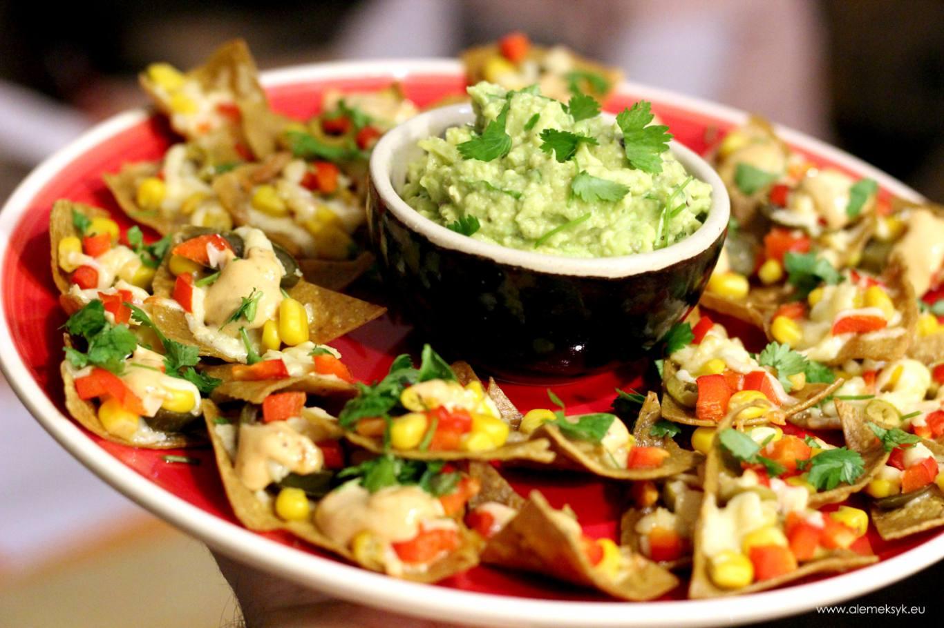Tradycyjne nachos z sosem majonezowym smoked chipotle i ...