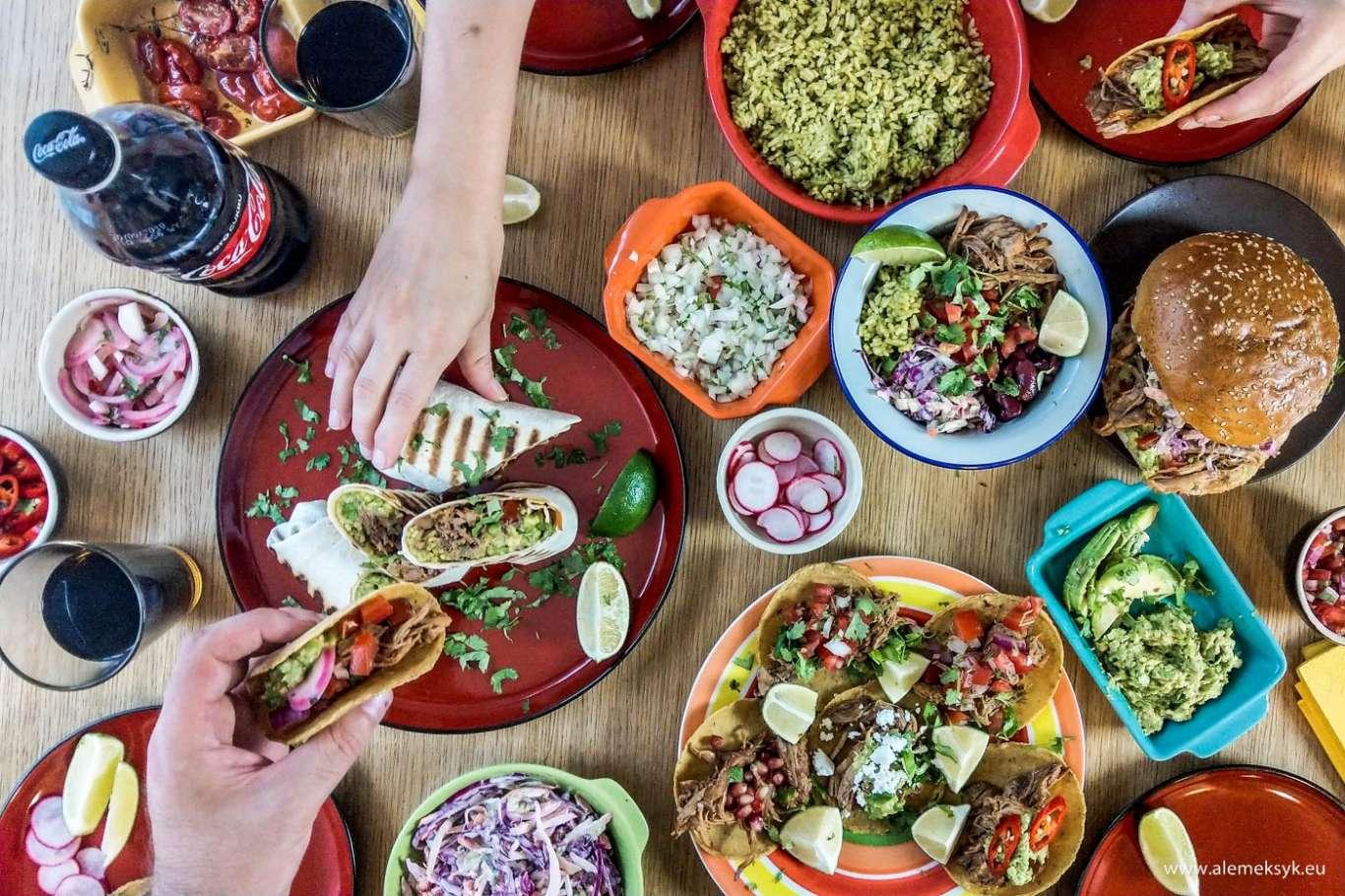 """Szarpana łopatka wieprzowa z chipotle – meksykański """"slow food"""" na kilka sposobów podania"""