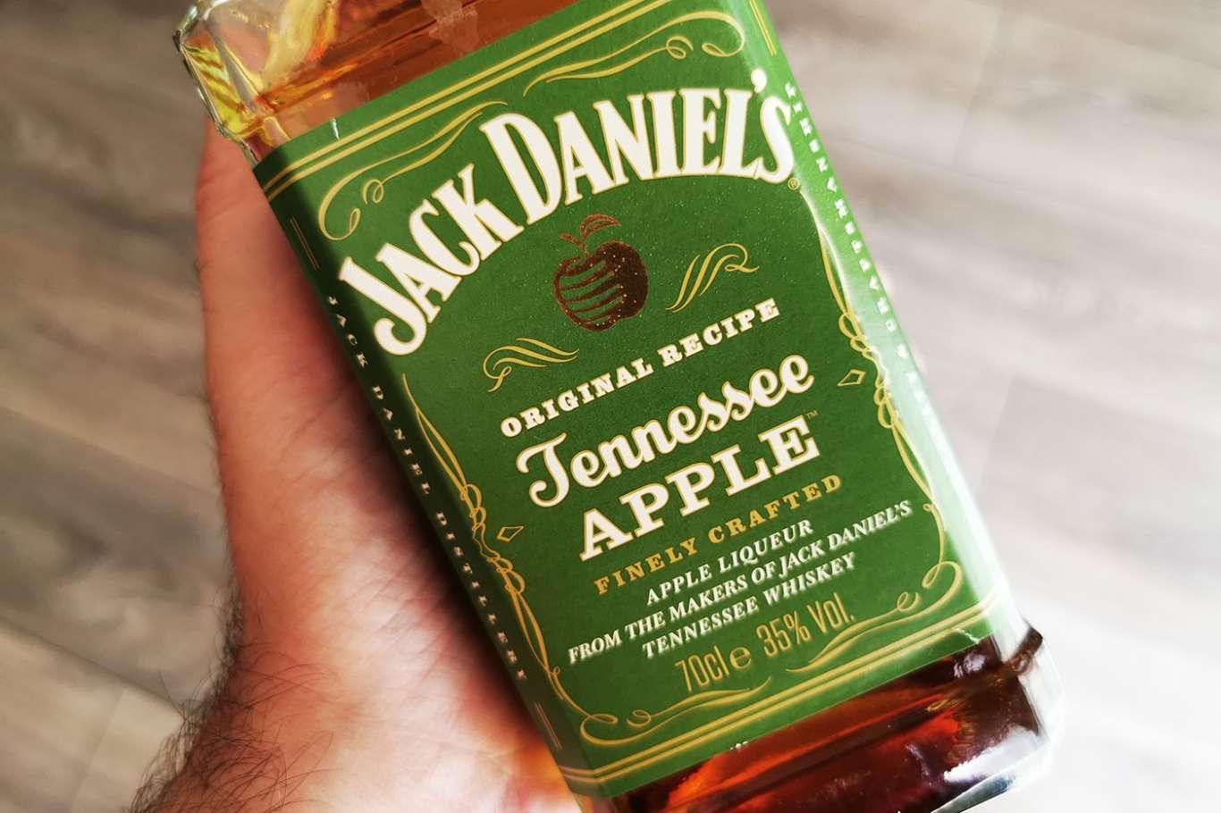 Jack Daniel's Apple – jak pić i z czym mieszać likier jabłkowy?