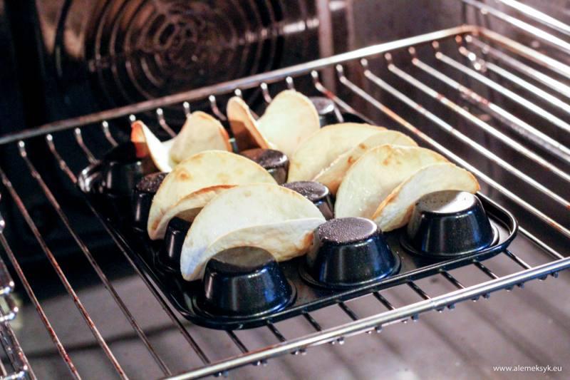 Jak zrobić chrupiące łódeczki taco z tortilli?