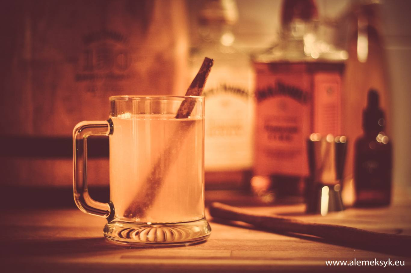 Honey Fire Hot Toddy – Zimowy grzaniec na bazie whiskey Jack Daniel's