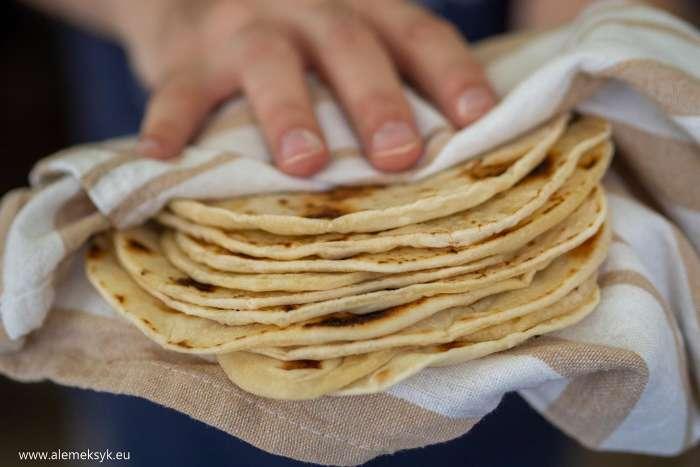 Prosta domowa tortilla pszenna - przepis bez grama smalcu