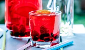 Orzeźwiający dzban ponczu żurawinowego na bazie grejpfrutowej Finlandia Vodka