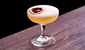 "Koktajl ""Pigwa Sour"" na bazie wódki i shruba"