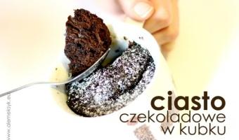 Ciasto czekoladowe w kubku z kuchenki mikrofalowej
