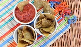Jak zrobić chipsy kukurydziane totopos, czyli bazę do nachos