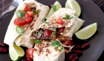 Burrito z wołowiną i ryżem po meksykańsku