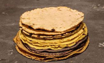 Jak podgrzać tortillę kukurydzianą, a jak pszenną? Sposoby, triki i cenne rady
