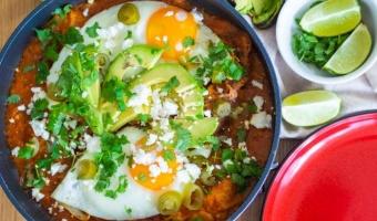 Chilaquiles rojos - przepis na świetne meksykańskie śniadanie