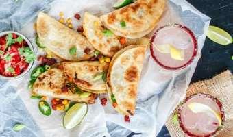 Quesadilla z batatem, chorizo i kukurydzą z pikantnym akcentem jalapeno - przepis na udaną przekąskę