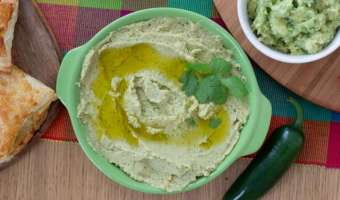 Pikantna pasta z cieciorki a'la hummus z jalapeno i kolendrą