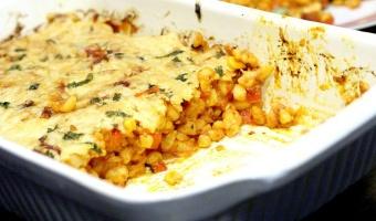 Zapiekanka casserole z kiełbasą chorizo i białą kukurydzą