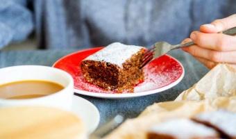 Kakaowe ciasto marchewkowe - przepis na klasyka nieco inaczej