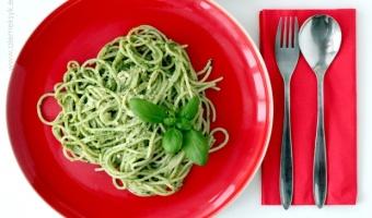 Spaghetti z domowym pesto bazyliowym