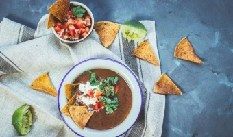 Zupa meksykańska z czarnej fasoli - bez mięsa też może być smacznie