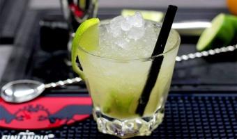 Drink Caipiroska - brazylijskie orzeźwienie z wódką w tle