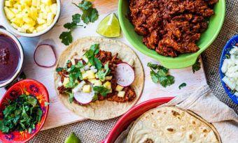 Tacos cochinita pibil z polędwicą wieprzową - połączenie delikatnego mięsa, cytrusowej marynaty i kukurydzianej tortilli