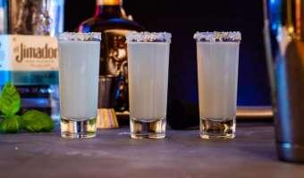Bazyliowe shoty kamikaze na bazie tequili - świetny miks smaków