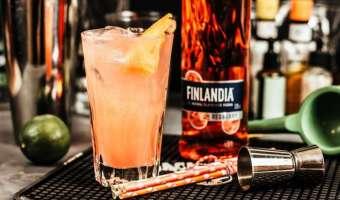 Drink z cytrusową nutą na bazie żurawinowej wódki Finlandia  - przepis na pyszne orzeźwienie