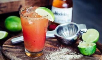 Michelada - meksykańskie orzeźwienie na bazie piwa i soku pomidorowego