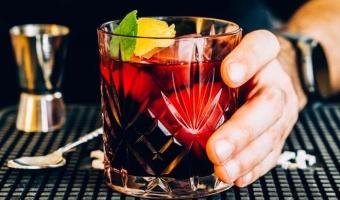 Margarita hibiskusowa - przepis na orzeźwiającego drinka z tequilą w roli głównej