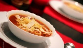 Zupa meksykańska z kurczakiem i tortillą