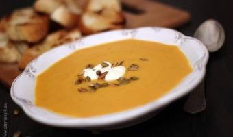 Zupa krem z dyni z chrupiącymi maślanymi grzankami