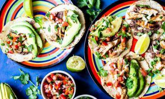 Tacos con pollo - łatwy i szybki przepis na tortillę z grillowaną piersią kurczaka