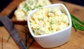 Prosta i szybka pasta jajeczna ze szczypiorkiem