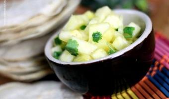 Orzeźwiająca salsa z ananasa, kolendry i soku z limonki
