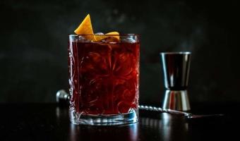 Drink na bazie wódki Czarny bez Saska - cudowna kompozycja lekko kwaśnych smaków