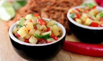 Pikantna salsa z grillowanego ananasa i chilli
