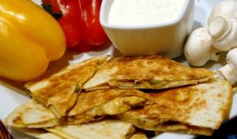 Serowe quesadillas z pieczarkami