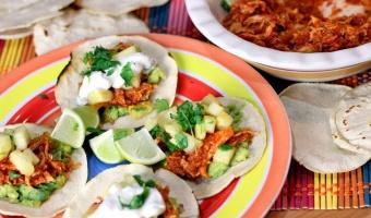 Tinga de pollo czyli kurczak po meksykańsku w sosie chipotle adobo