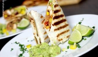 Burrito z grillowanym kurczakiem i ryżem po meksykańsku