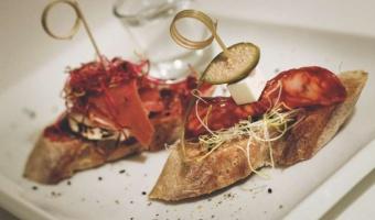 Mini kanapka z chorizo i majonezem chipotle - imprezowa super zakąska typu fingerfood
