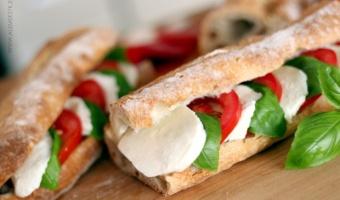 Włoska kanapka czyli bagietka caprese