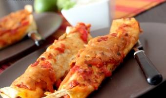 Enchilada z kurczakiem w sosie pomidorowym