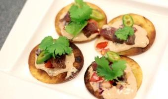 Tostadas z tuńczykiem w sosie majonezowym smoked chipotle