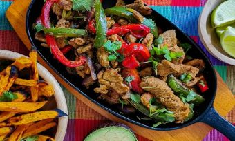 Fajita z polędwicy wieprzowej i frytki z batata - porządny kawałek kuchni tex-mex