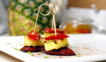 Chorizo z grillowanym ananasem i wędzoną papryką na ostro