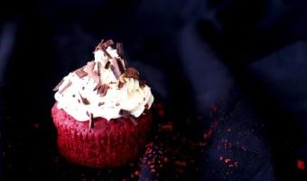 Muffinki red velvet - czyli czerwone babeczki z kremem waniliowym