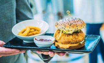Chivas&Burger – kolejna edycja burgerowej akcji hoteli Sheraton, Marriott i Westin