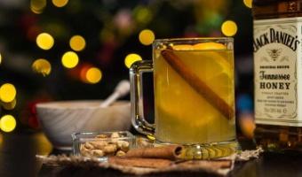 Hot Toddy na bazie whiskey Jack Daniel's Honey – szybki i prosty grzaniec na chłodne wieczory