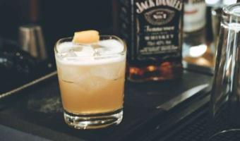 Klasyczny drink Whiskey Sour na bazie Jack Daniel's